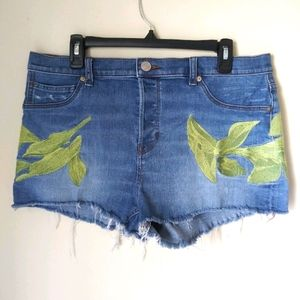 Express denim Mid Rise Embroidered shorts Size 12